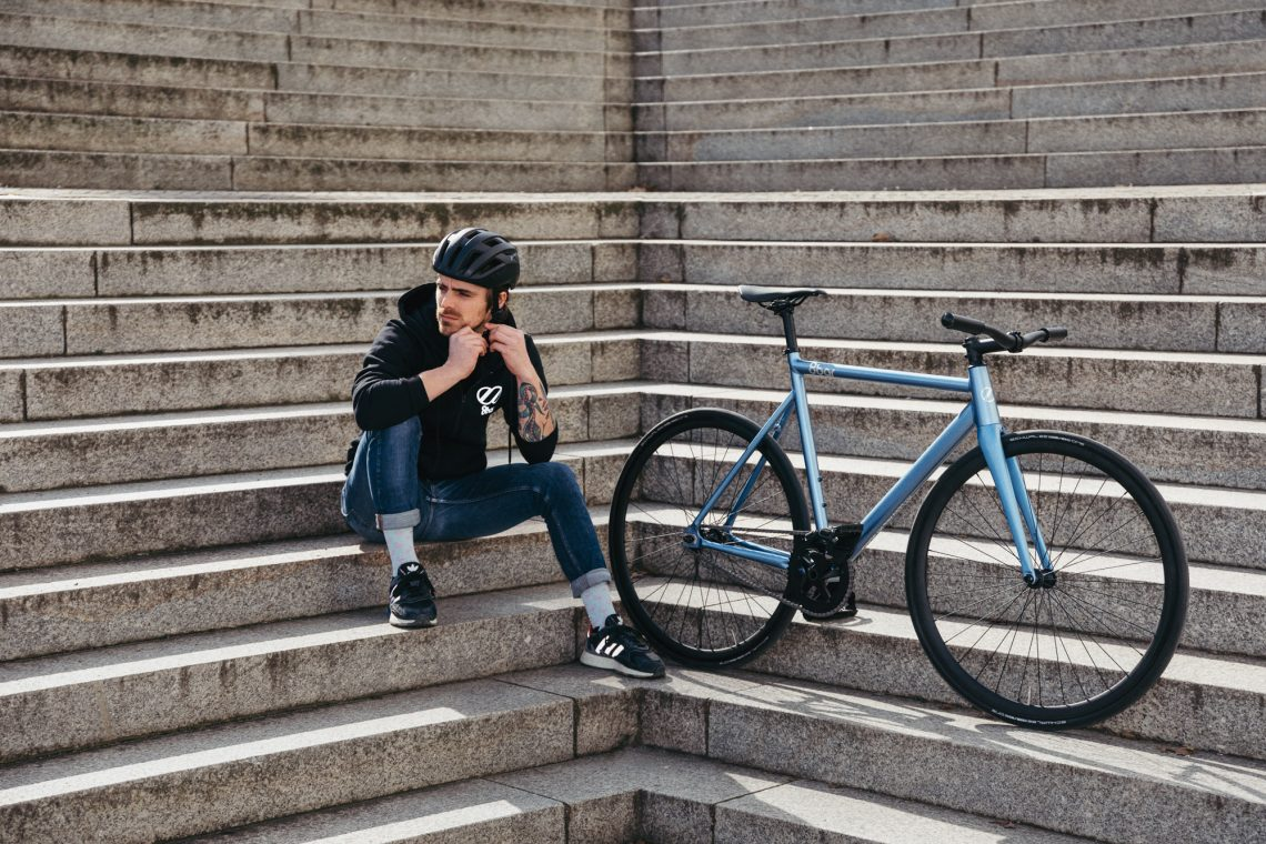 8bar KRZBERG v7 and cyclist on stairs