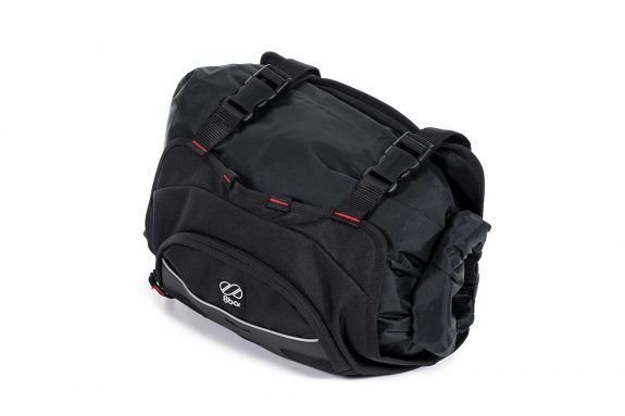 8bar bags handlebar bag 1 black studio bike travel lr 575x383 - Lenkertasche