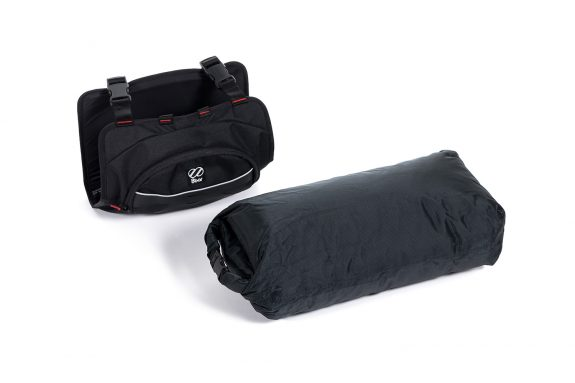 8bar bags handlebar bag 3 black studio bike travel lr 575x383 - Lenkertasche