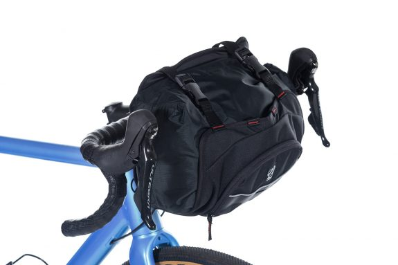 8bar bags handlebar bag 4 black studio bike travel lr 575x383 - Lenkertasche