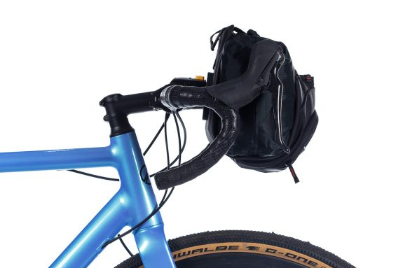 8bar bags handlebar bag 6 black studio bike travel lr 575x383 - Lenkertasche