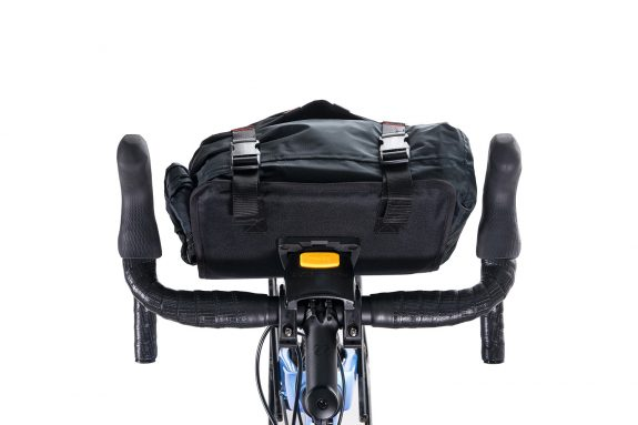 8bar bags handlebar bag 7 black studio bike travel lr 575x383 - Lenkertasche