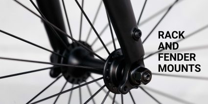 "Hub of a bike, the 8bar Fhain V4 Black. A text highlights the ""Rack and Fender Mounts"""