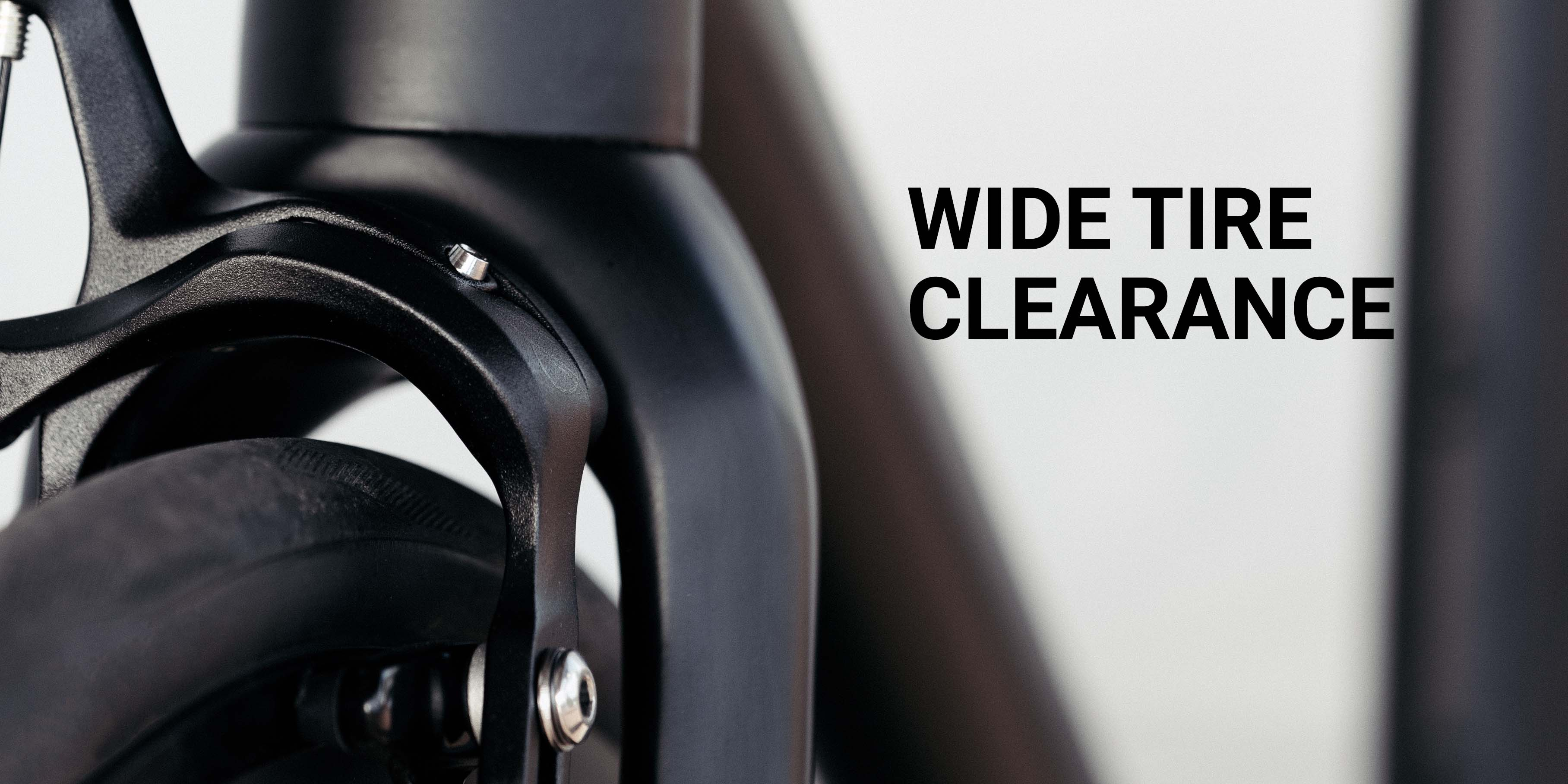 "Front brake of a bike, the 8bar Fhain V4 Black. A text highlights the ""Wide Tire Clearance"""