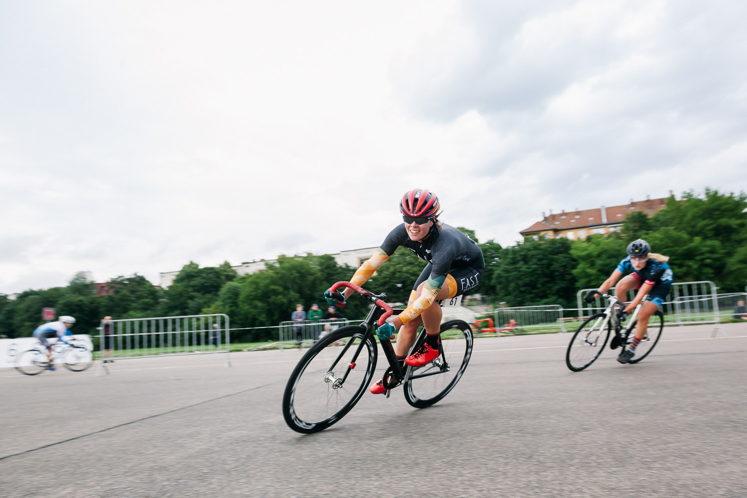 8bar-crit-fixed-gear-bike-race-stefanhaehnel-wmn-fxd-final-17