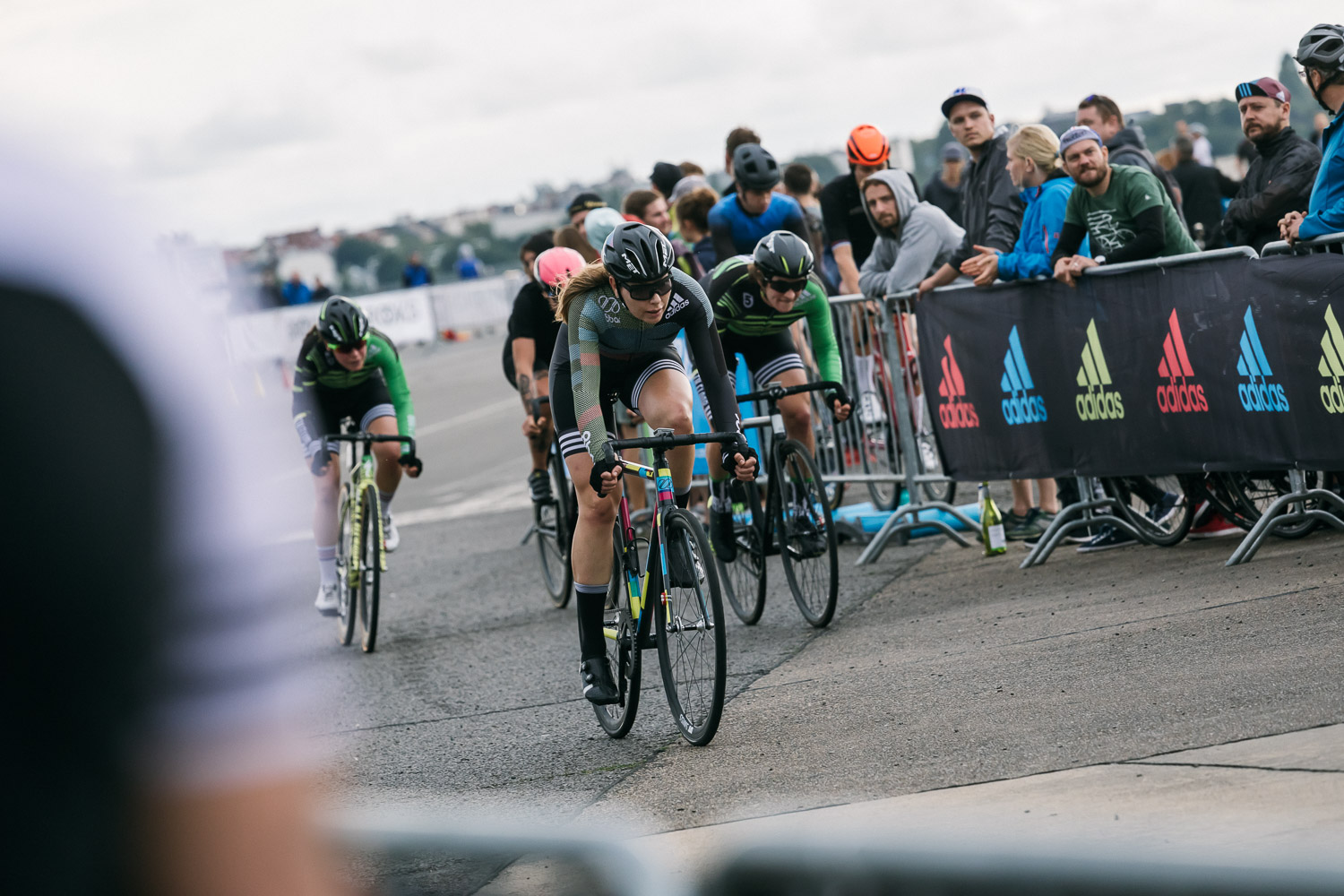 8bar-crit-fixed-gear-bike-race-stefanhaehnel-wmn-fxd-final-26