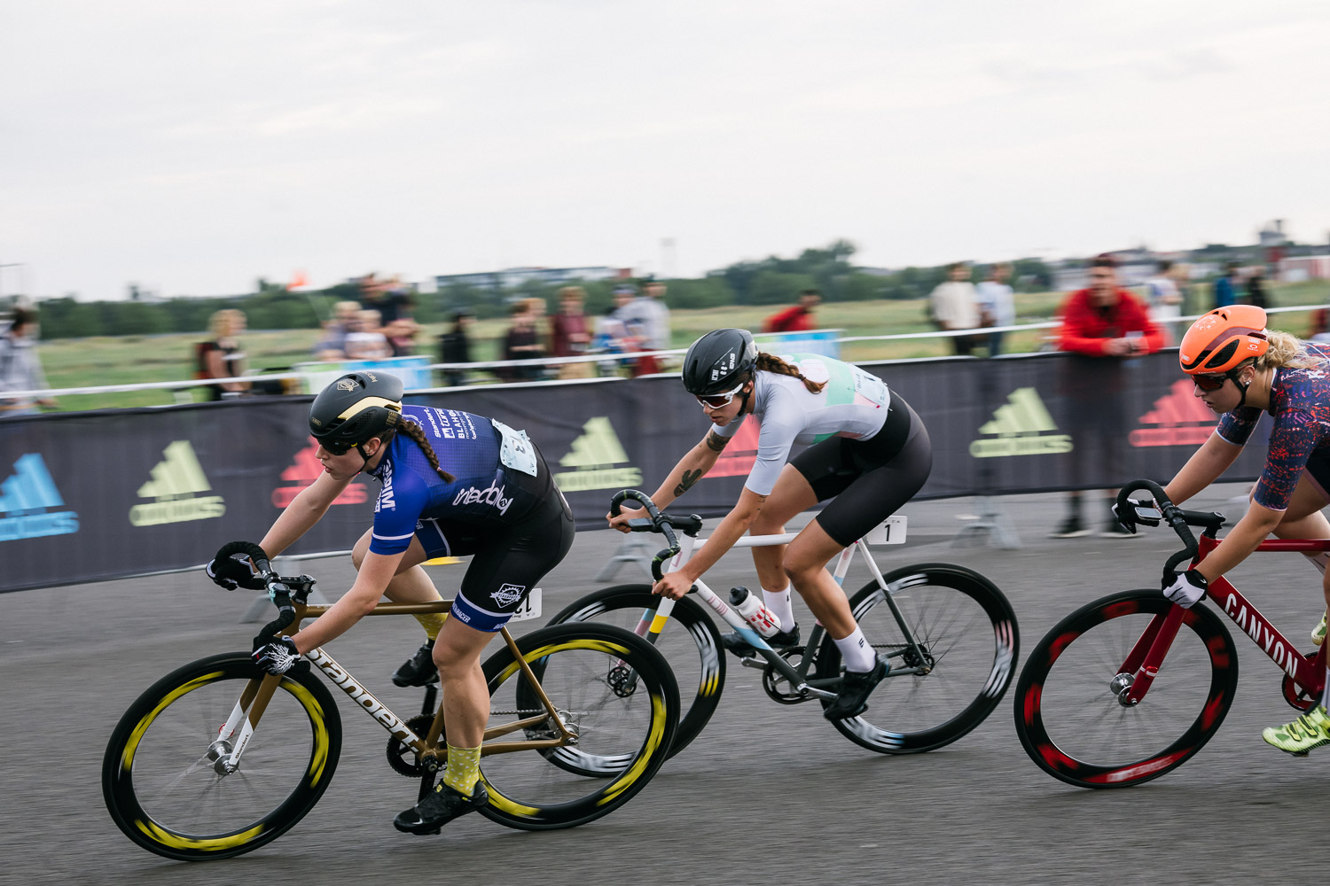 8bar-crit-fixed-gear-bike-race-stefanhaehnel-wmn-fxd-final-29