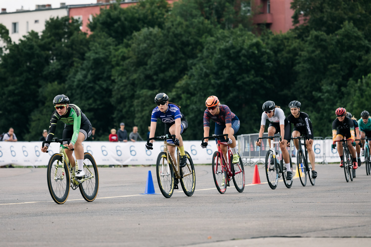 8bar-crit-fixed-gear-bike-race-stefanhaehnel-wmn-fxd-final-8