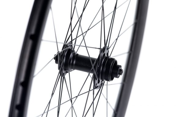 8bar disc hub front product detail 575x383 - MEGA Wheelset - Disc