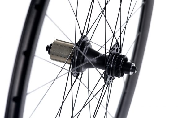 8bar disc hub rear product detail 575x383 - MEGA Wheelset - Disc