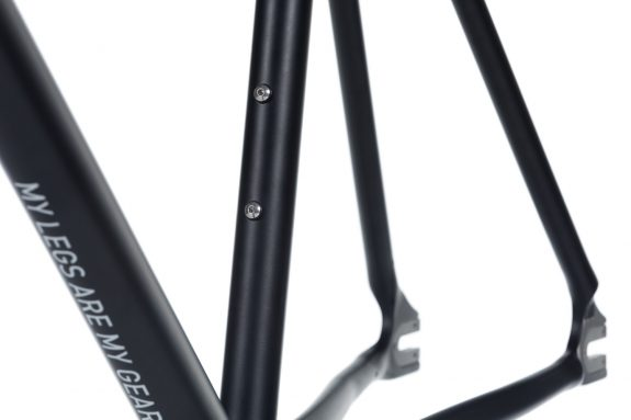 8bar frameset tmplhof black detail fixie fixed gear bike lr 1 575x383 - TMPLHOF FRAMESET