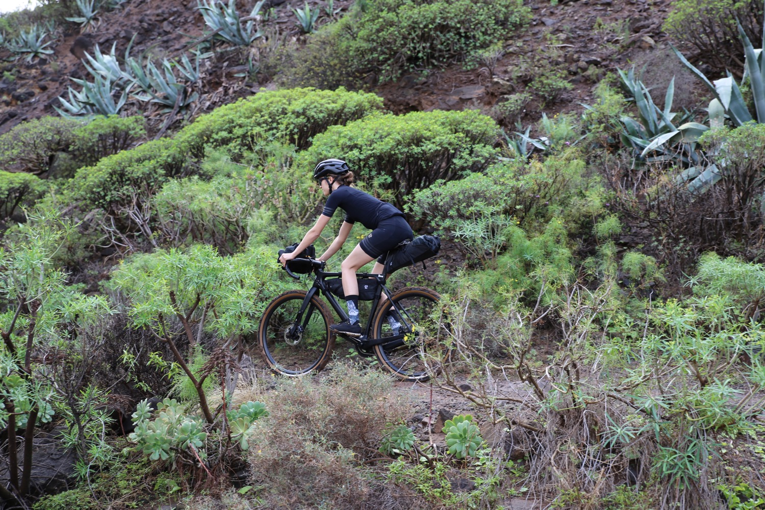 8bar-gran-canaria-015-grunewald-framebag-saddlebag-handelbarbag-bike-mood-gravel-allride