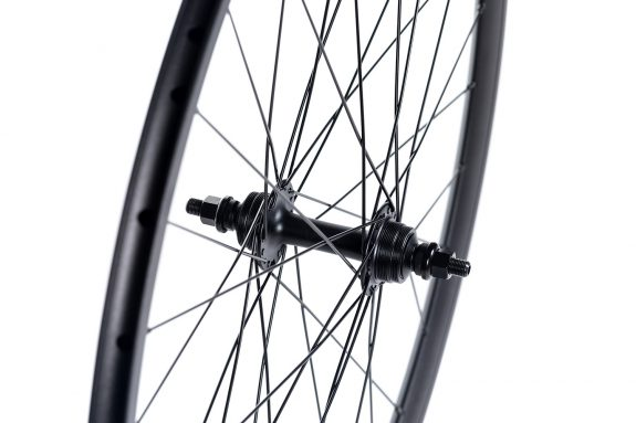 8bar super track rear hub detail 575x383 - MEGA rear wheel