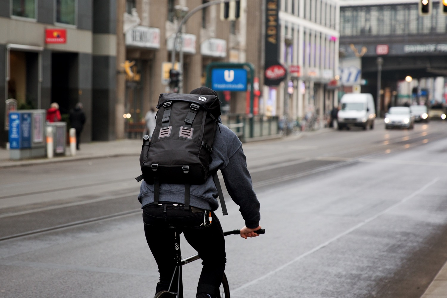 8bar-urban-backpack-city-bag-weekender-travel-bike-lr-10